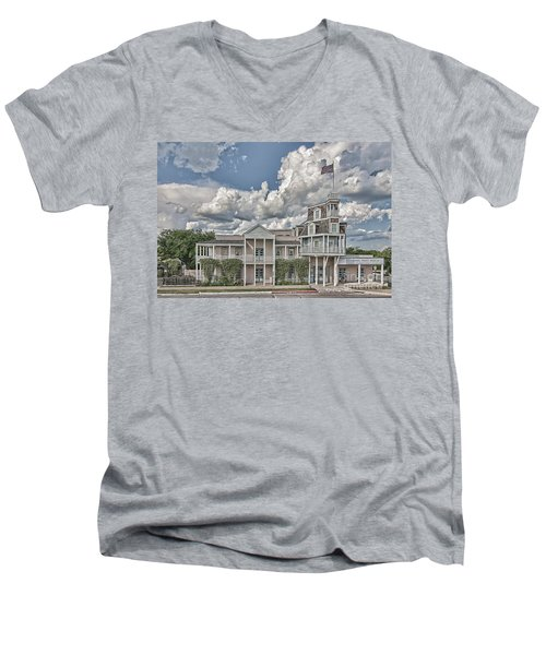 National Museum Of The Pacific War Men's V-Neck T-Shirt