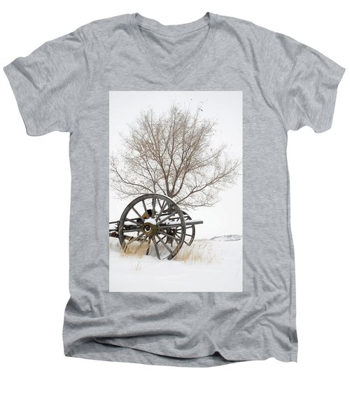 Wagon In The Snow Men's V-Neck T-Shirt