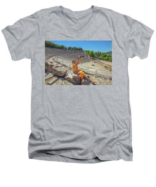 Woman Photographer Selfie Men's V-Neck T-Shirt