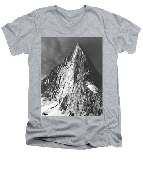 102756 Bugaboo Spire Men's V-Neck T-Shirt