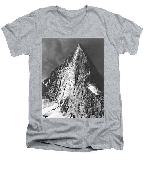102756 Bugaboo Spire Men's V-Neck T-Shirt
