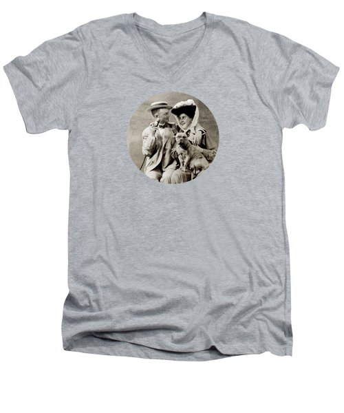 1900 Happy Young Couple Men's V-Neck T-Shirt by Historic Image