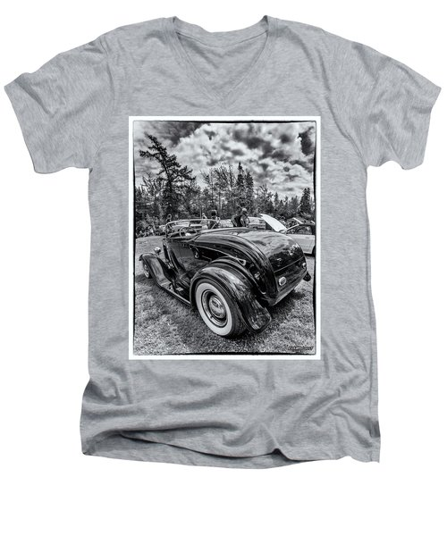 1932 Ford Deuce Roadster Hot Rod Men's V-Neck T-Shirt