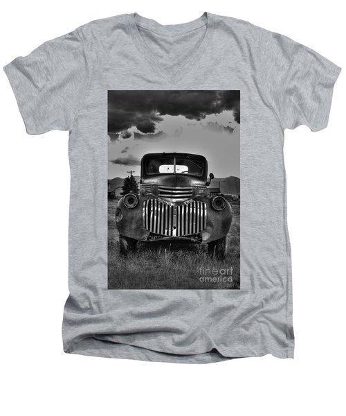 1940's Chevrolet Grille Men's V-Neck T-Shirt