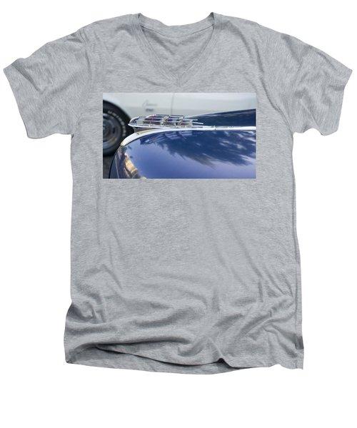 1949 Plymouth Super Deluxe Men's V-Neck T-Shirt