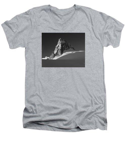 1m2716-bw Sunrise On Pigeon Spire Men's V-Neck T-Shirt