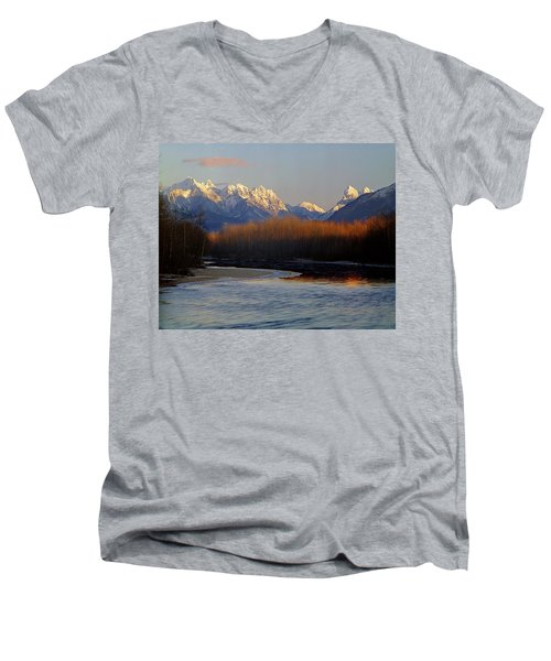 1m4525 Skykomish River And West Central Cascade Mountains Men's V-Neck T-Shirt