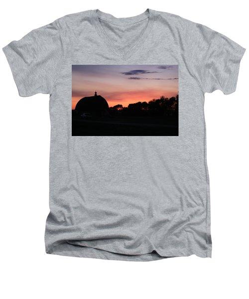 Barn Sunset Men's V-Neck T-Shirt