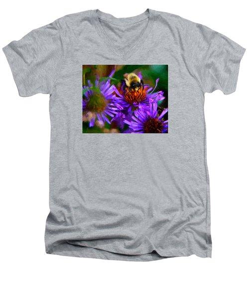 Bee On Purple Flower Men's V-Neck T-Shirt