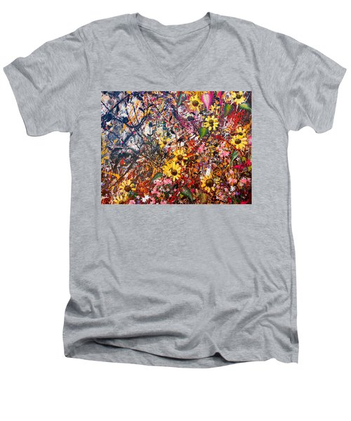 Flourish Detail Men's V-Neck T-Shirt