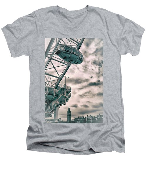 The London Eye Men's V-Neck T-Shirt