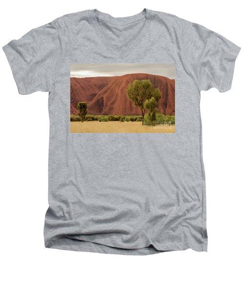Uluru 08 Men's V-Neck T-Shirt