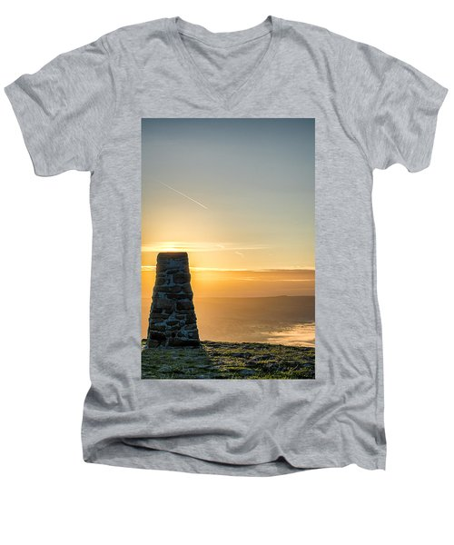 View Over The Hope Valley From Mam Tor At Dawn Men's V-Neck T-Shirt