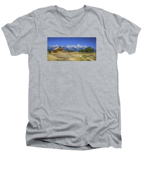 #5730 - Mormon Row, Wyoming Men's V-Neck T-Shirt