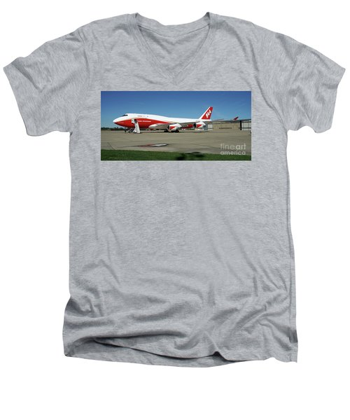 747 Supertanker Men's V-Neck T-Shirt