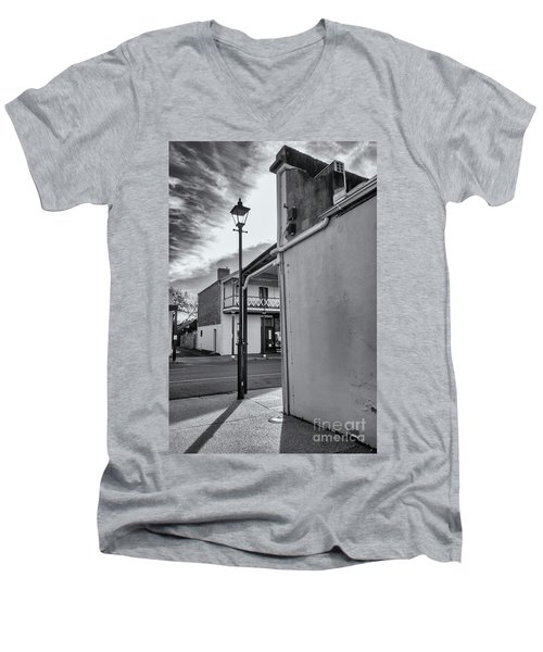 Men's V-Neck T-Shirt featuring the photograph A Glimpse by Linda Lees