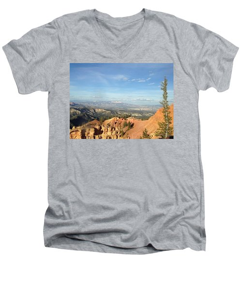 A Perfect Spot At Bryce Canyon Men's V-Neck T-Shirt