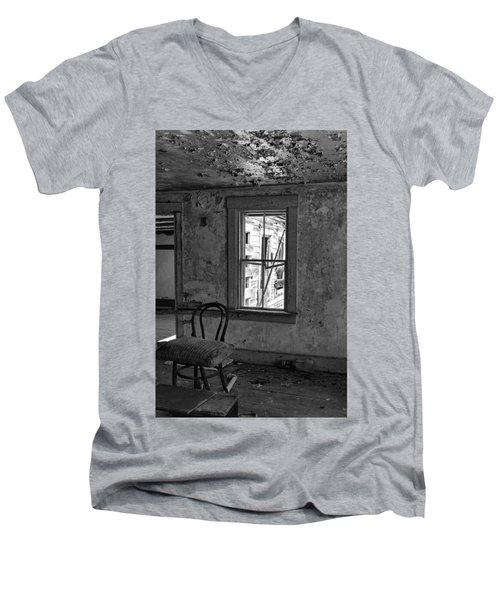Abandon House Living Room Men's V-Neck T-Shirt