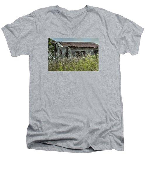 Abandoned Barn Men's V-Neck T-Shirt
