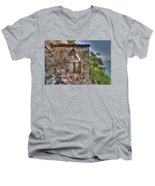Abandoned Places Iron Gate Over The Sea - Cancellata Sul Mare Men's V-Neck T-Shirt