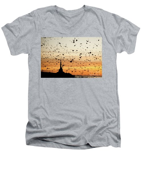 Aberystwyth Starlings At Dusk Flying Over The War Memorial Men's V-Neck T-Shirt