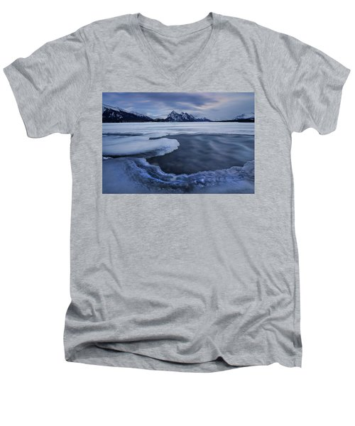Abraham Lake Sans Bubbles Men's V-Neck T-Shirt
