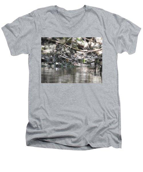 Alligator In Silver Men's V-Neck T-Shirt