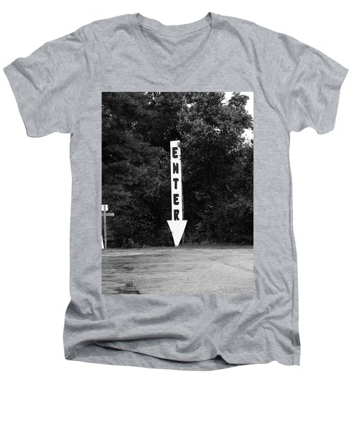 American Interstate - Missouri I-70 Bw Men's V-Neck T-Shirt