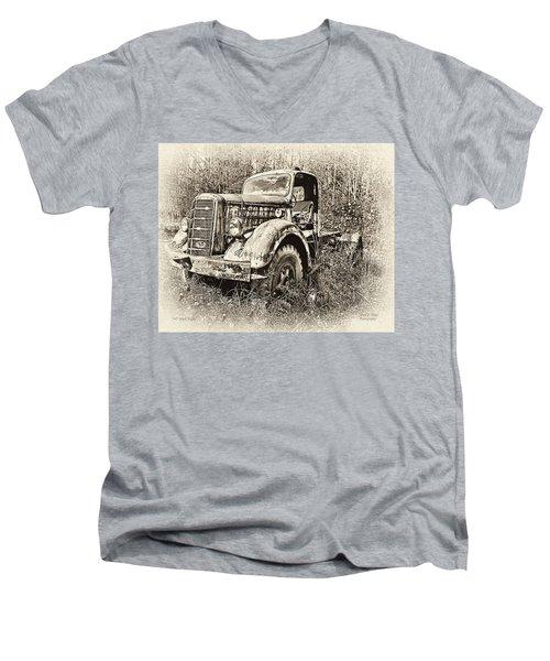 Antique 1947 Mack Truck Men's V-Neck T-Shirt