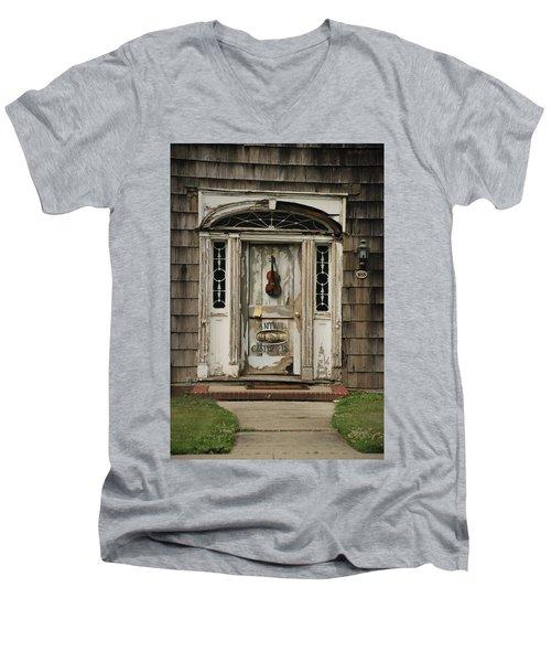 Antique Carpenter Door Men's V-Neck T-Shirt