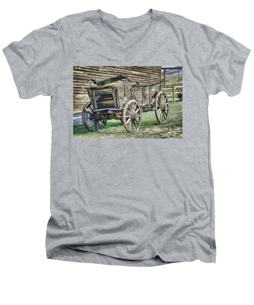 Antique Wagon Men's V-Neck T-Shirt