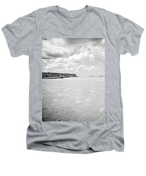 Arromanches-les-bain Men's V-Neck T-Shirt