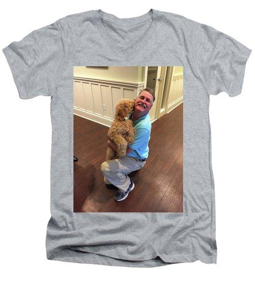 Artists Love Men's V-Neck T-Shirt