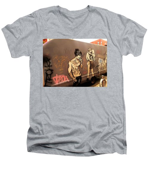 Artsy Love Scenes On New York Truck Men's V-Neck T-Shirt
