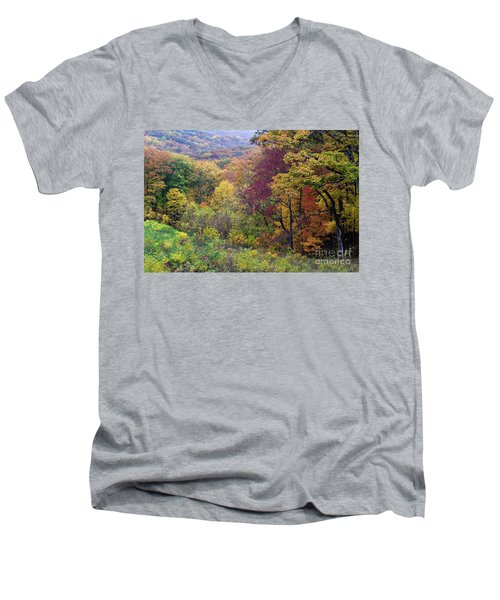 Men's V-Neck T-Shirt featuring the photograph Autumn Arrives In Brown County - D010020 by Daniel Dempster
