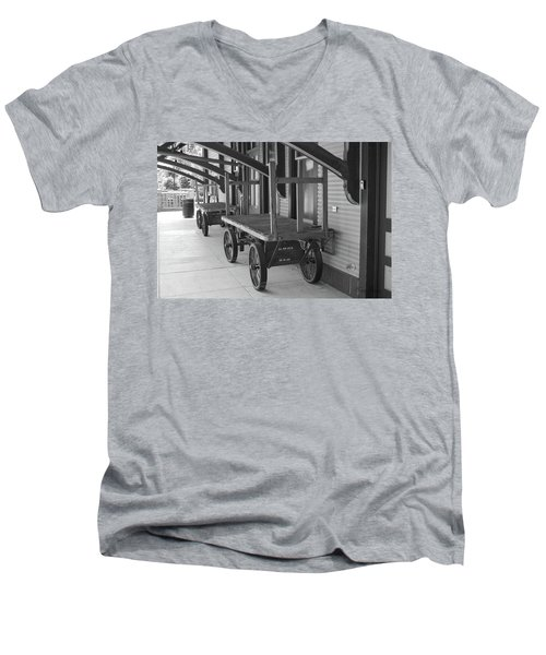 Baggage Carts Bw Men's V-Neck T-Shirt