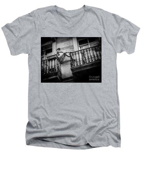 Balcony Scene Men's V-Neck T-Shirt
