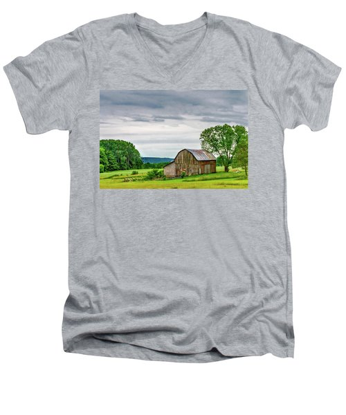 Men's V-Neck T-Shirt featuring the photograph Barn In Bliss Township by Bill Gallagher