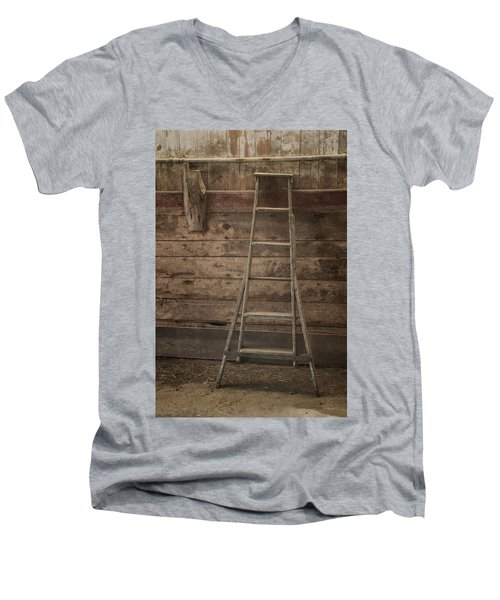 Barn Ladder Men's V-Neck T-Shirt