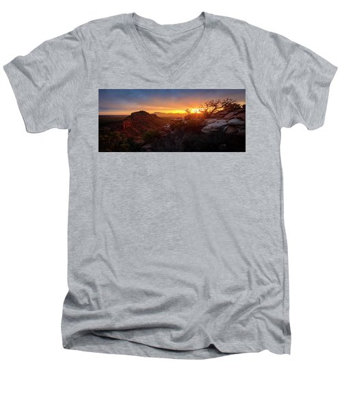 Bears Ears Sunset Panorama Men's V-Neck T-Shirt