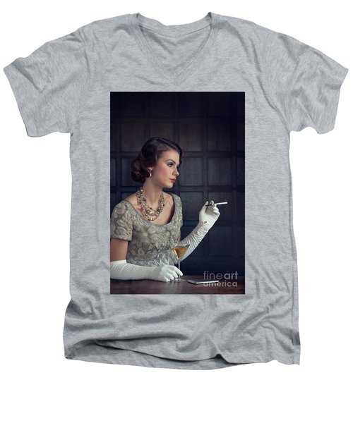 Beautiful 1930s Woman With Cocktail And Cigarette Men's V-Neck T-Shirt