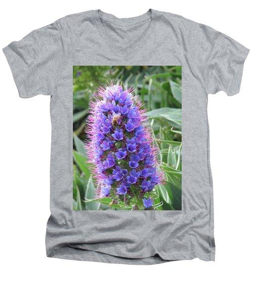 Bee On Blue Men's V-Neck T-Shirt