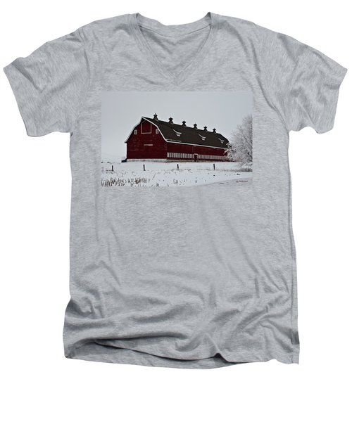 Big Red Barn In The Winter Men's V-Neck T-Shirt
