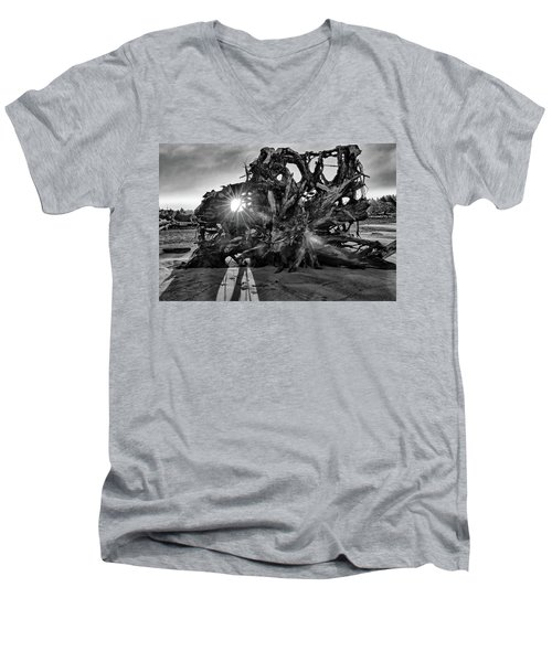 Big Tree On The Beach At Sunrise In Monochrome Men's V-Neck T-Shirt