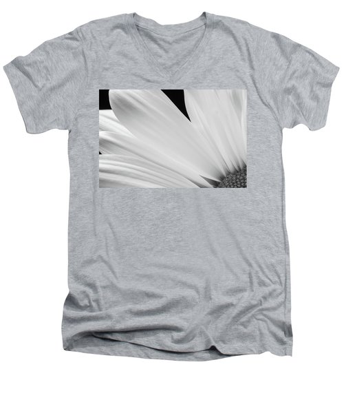 Black And White Daisy Flower Peeking Men's V-Neck T-Shirt