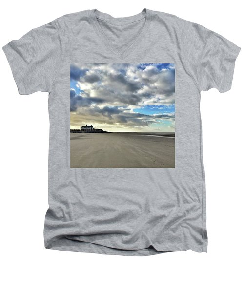 Brancaster Beach This Afternoon 9 Feb Men's V-Neck T-Shirt