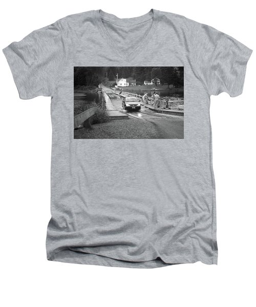 Men's V-Neck T-Shirt featuring the photograph Brookfield, Vt - Floating Bridge 3 Bw by Frank Romeo