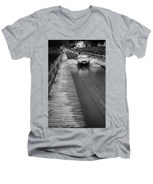 Men's V-Neck T-Shirt featuring the photograph Brookfield, Vt - Floating Bridge Bw by Frank Romeo