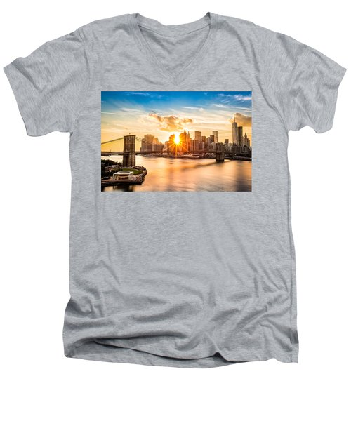 Brooklyn Bridge And The Lower Manhattan Skyline At Sunset Men's V-Neck T-Shirt