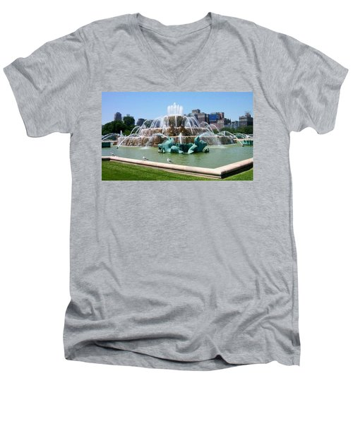 Buckingham Fountain Men's V-Neck T-Shirt